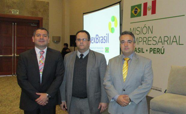 Alex Guimarâes (Embajada de Brasil) con representantes de Apex-Brasil