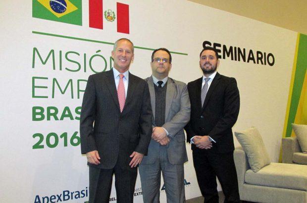 Consultores de Ernst & Young, Rodoflfo Devercelli acompañando a Alex Guimarães ( Jefe COmercial- Embajada de Brasil)